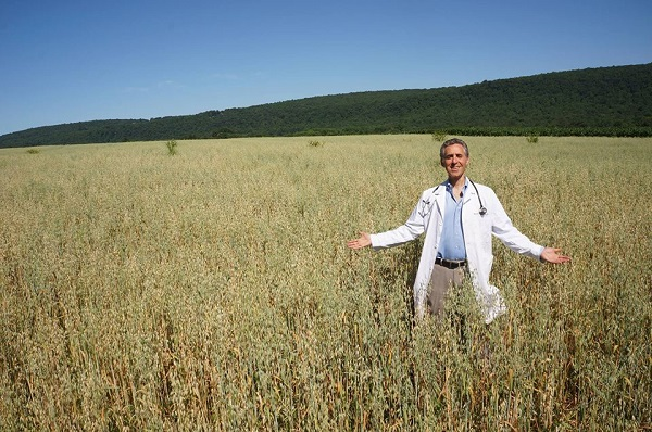 Dr. Robert Weiss at his organic farm; picture via the Ethos Health Facebook page.