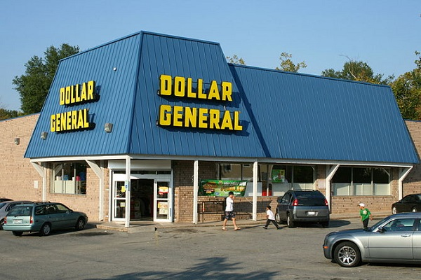 dollar general store and unhealthy plastic