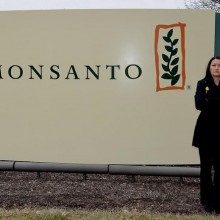 """Moms Crash Monsanto Shareholder Meeting: """"I'm Imploring You to Choose a New Direction…Stop Poisoning Our Children"""""""