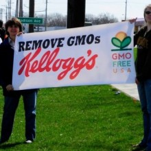 GMO Freedom Activists Make Special Delivery at Kellogg's HQ
