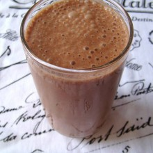 "Prevent Muscle Catabolization with this ""Beegan"" Post-Workout Smoothie"