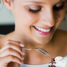 """Wanna Lose Weight? Don't Be Afraid of """"Weekend Cheat Days,"""" Here's Why…"""