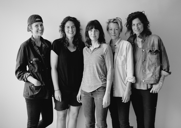 Drought Juice's sisters and co-owners: Cait, Jenny, Julie, Bianca & Jessie.