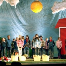 """Old MacDonald Had a Farm…"" Kids' Play Turns Into (an Absurdly Cute) Statement on GMOs and Organic Food"