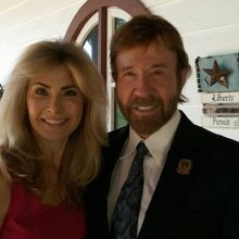 """""""I saw death in her eyes"""" – Chuck Norris Warns about A Common Medical Procedure That Almost Killed His Wife (Millions of Americans Undergo It Every Year…)"""