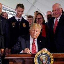 President Trump Doubles Down on Support for GMOs, Signs Executive Order Allowing Crops and Animals to Flood Market Without Scientific Review